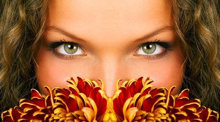 Бережный уход за кожей вокруг глаз