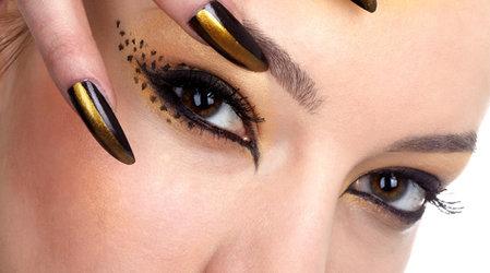 Какой лайнер целесообразно использовать для макияжа «Кошачий глаз»?
